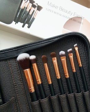 Six Plus Cosmetics Make Up Brushes